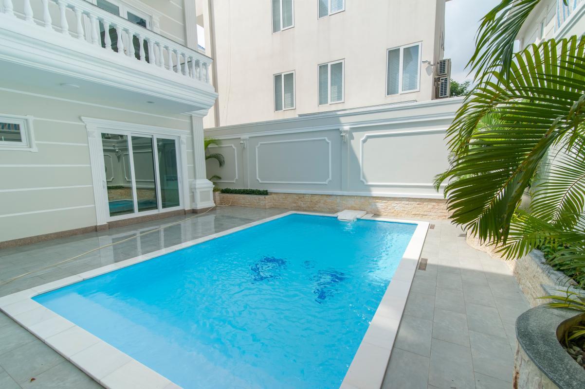 Hồ bơi phía sau Villa 3 tầng Thảo Điền compound