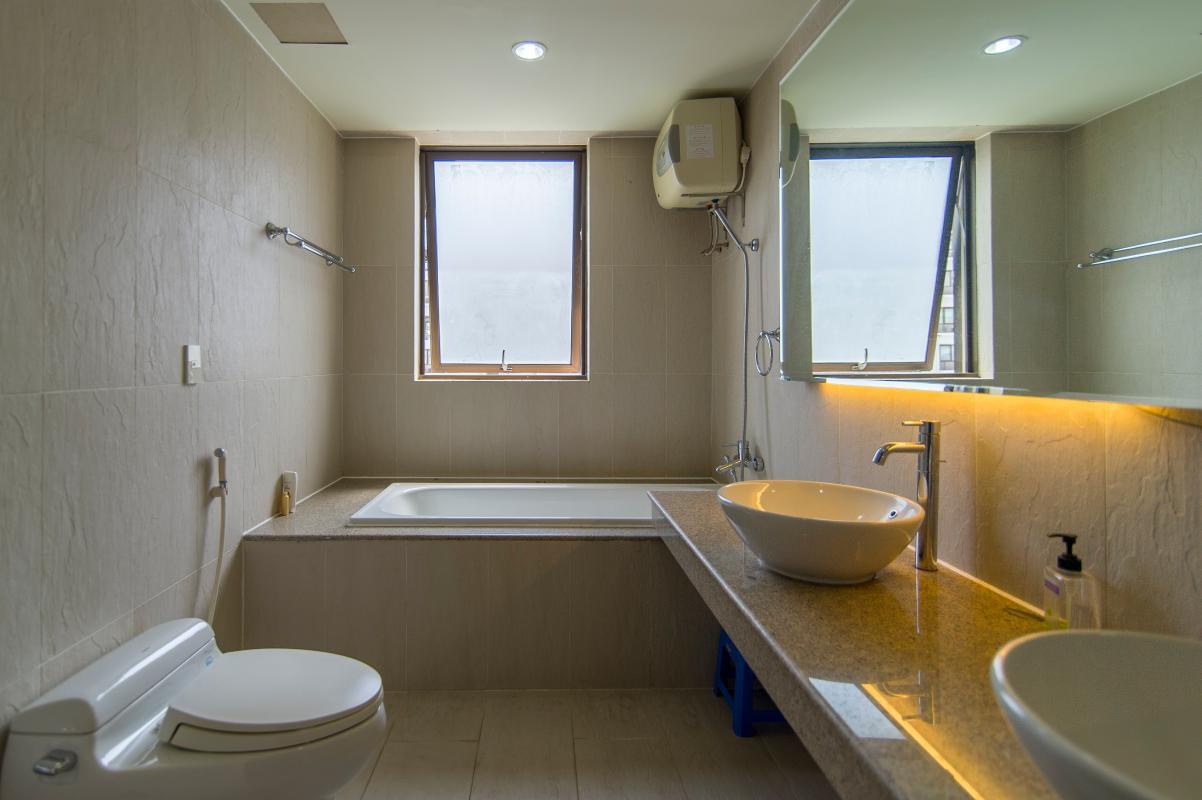 Phòng tắm chính Căn góc tầng cao tháp B The Panorama
