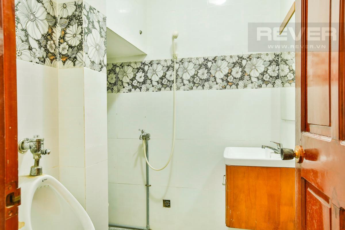 Phòng tắm 1 Nhà 3 tầng mặt tiền Ngô Thị Thu Minh