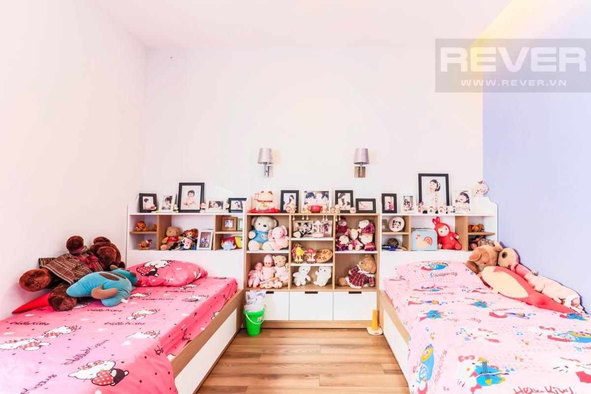 Phòng ngủ cho con trẻ với hai giường đơn Villa Melosa Garden hướng Bắc, 3 tầng hiện đại