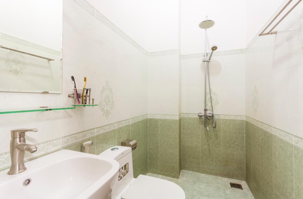 Phòng tắm 4 Nhà 5 tầng hướng Tây mặt tiền  Trần Văn Dư Tân Bình