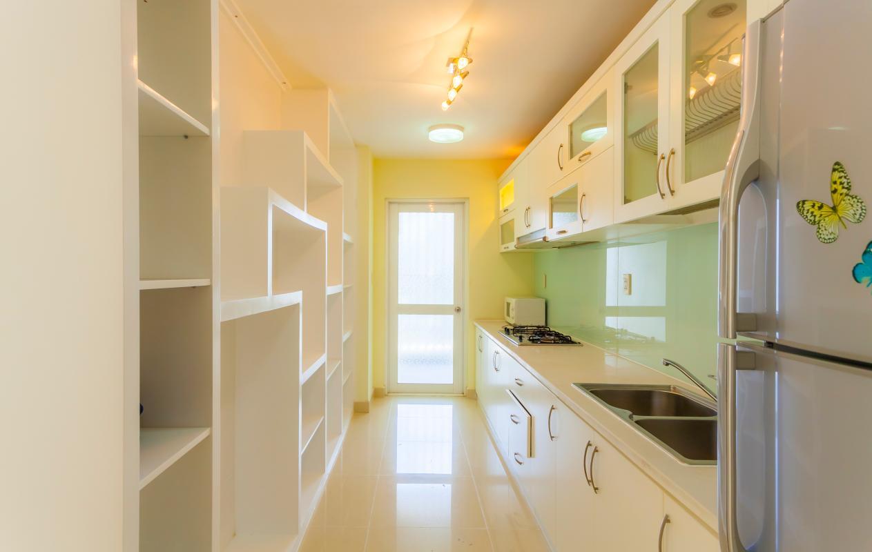 Phòng bếp hiện đại Căn hộ tầng thấp Riverpark Residence
