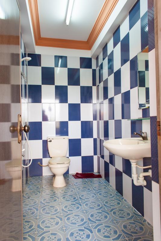 Phòng tắm Nhà phố Nguyễn Văn Dung 4 tầng kiên cố