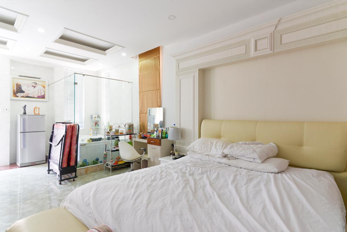 Phòng ngủ lớn sang trọng, hiện đại. Villa 3 tầng compoud Hà Đô