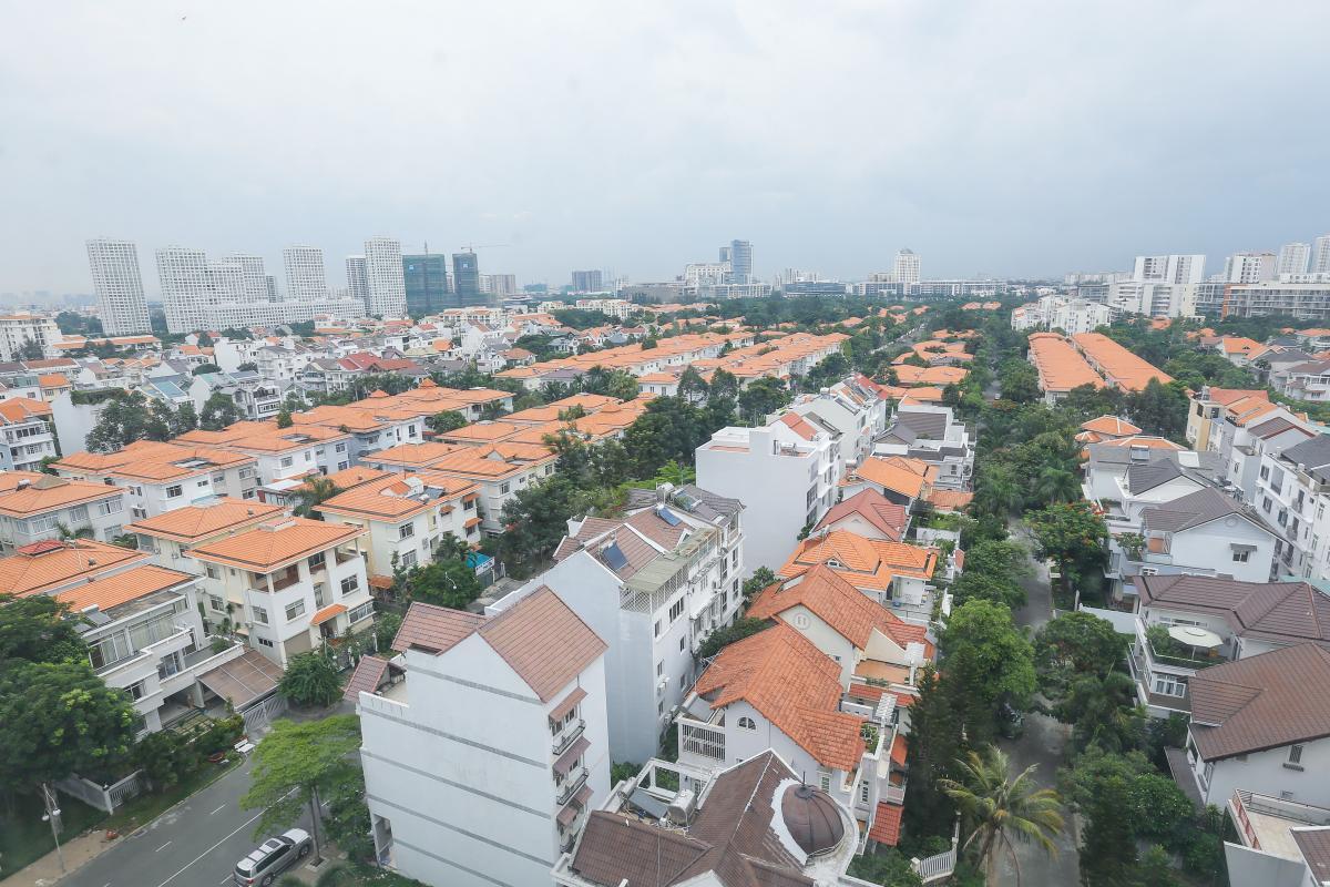 Toàn cảnh khu nhà phố liền kề nhìn từ căn hộ Căn góc Mỹ Phát tầng cao hướng Tây Nam