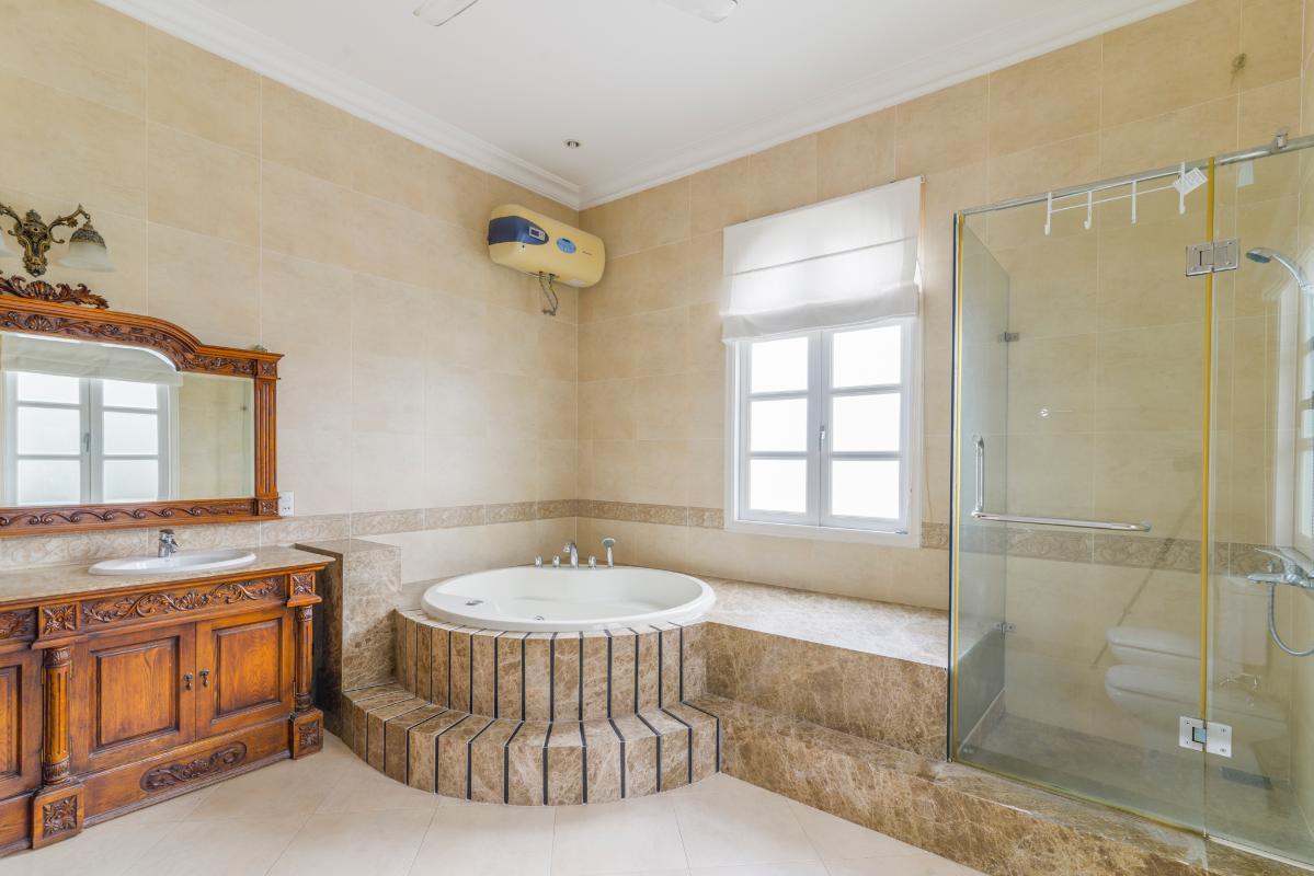 Phòng tắm chính Villa 3 tầng compound Nguyễn Văn Hưởng