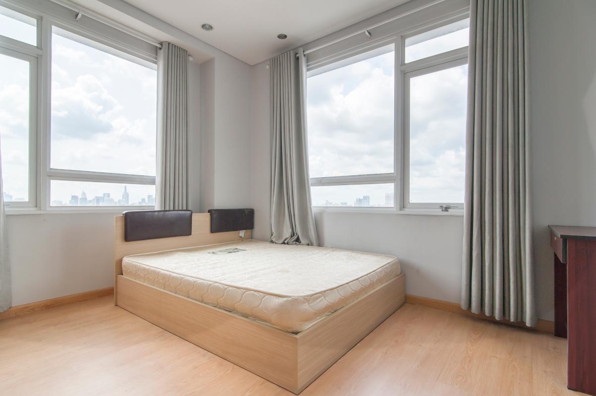 Phòng ngủ 2 ở vị trí góc Căn góc tầng cao B Satra Eximland