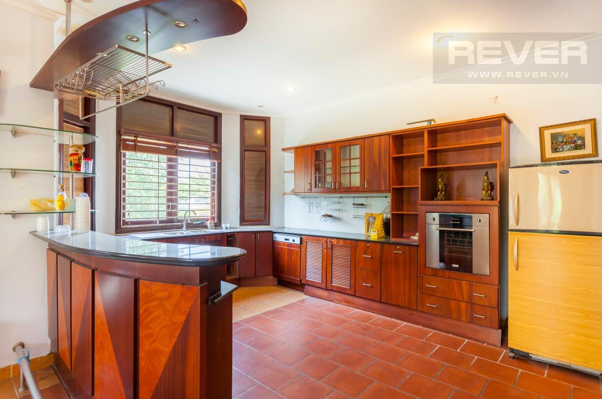 Phòng bếp với quầy bar Villa sân vườn hướng Tây Đại học Bách Khoa