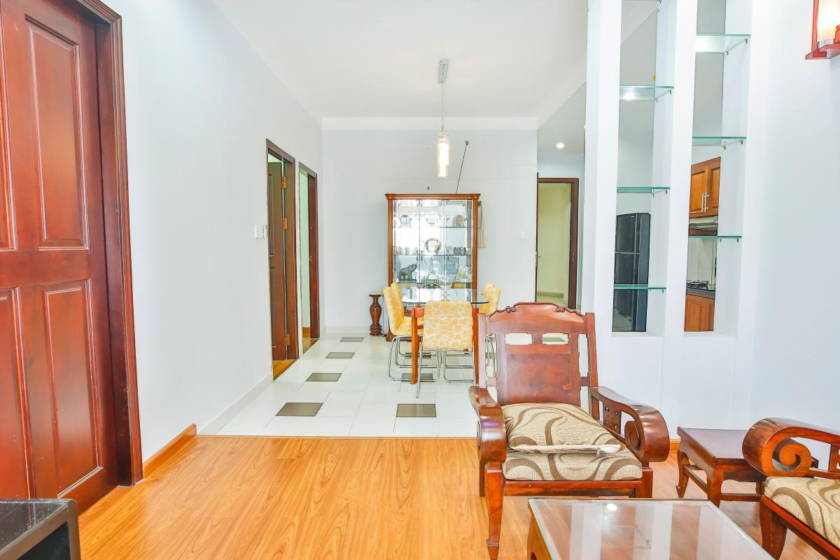 Phòng khách có thiết kế nâng sàn Căn hộ tầng cao B Lữ Gia Plaza