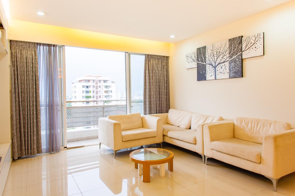 Phòng khách hướng Bắc Căn hộ Riverpark Residence