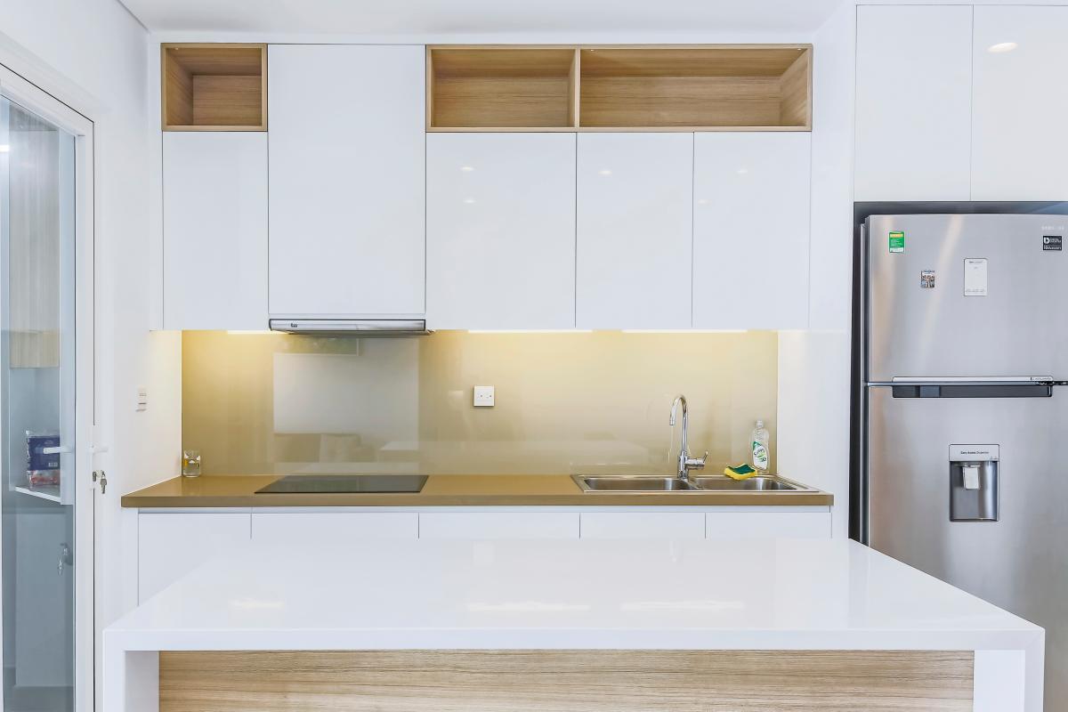 Không gian bếp sạch sẽ với sắc trắng hiện đại Bán căn hộ Sarimi Sala Đại Quang Minh 87m2, 2PN 2WC, nội thất tiện nghi