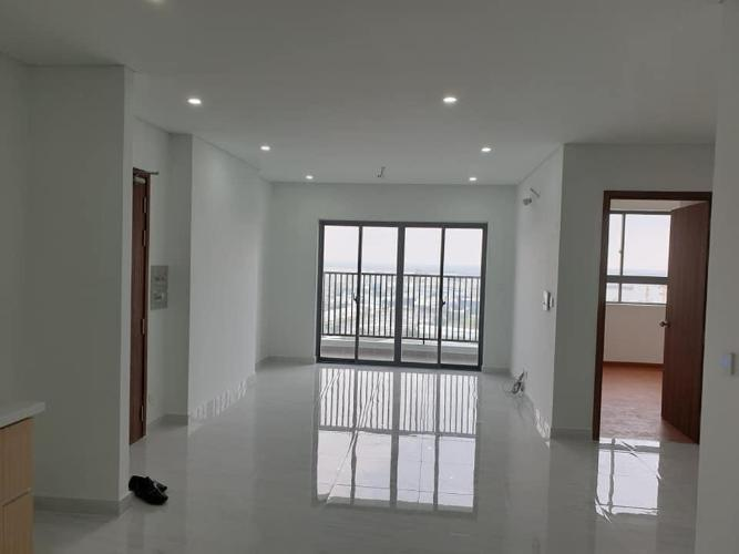 Căn hộ D-Vela tầng cao đón view thành phố, nội thất cơ bản.