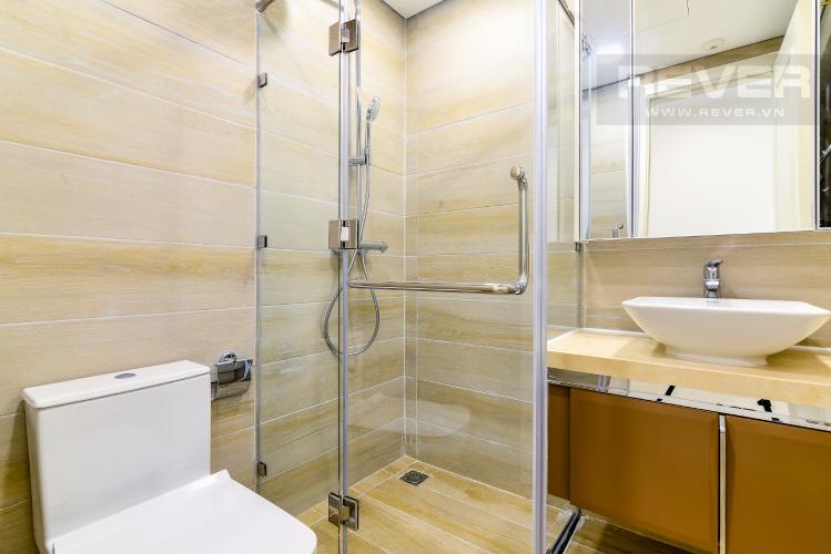 Phòng Tắm 1 Căn hộ Vinhomes Golden River tòa Aqua 2, 2 phòng ngủ, hướng nhà Tây Bắc, view hồ bơi.