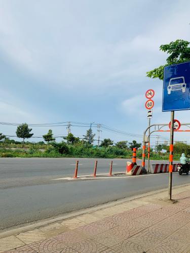 Đường lớn trước nhà phố quận 2 Cho thuê nhà nguyên căn MT Đồng Văn Cống, Quận 2, 4 lầu 1 lửng, giao thông thuận tiện