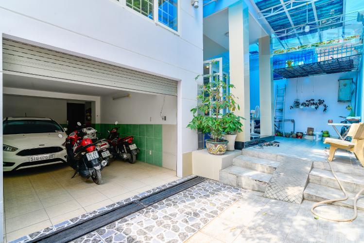 Sân & Bãi Đậu Xe Bán nhà phố 5 phòng ngủ tại Thảo Điền Quận 2, diện tích 173 m2, đầy đủ nội thất