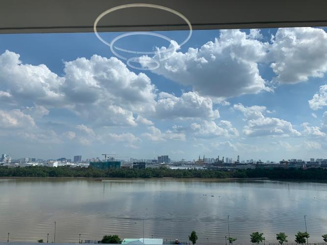 View phòng ngủ One Verandah  Căn hộ tầng 17 One Verandah, view thành phố và sông.