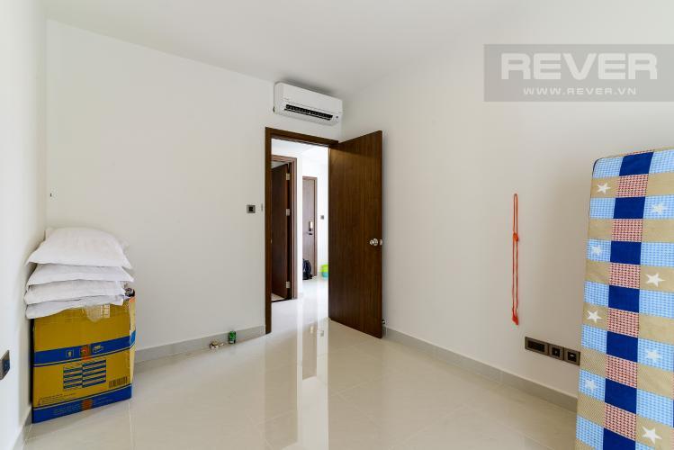 Phòng  Ngủ Bán officetel Saigon Royal 1 phòng ngủ, tầng thấp, nội thất cơ bản, view tháp Bitexco