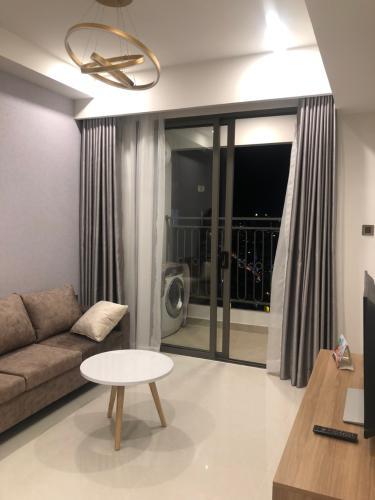 Phòng khách Saigon Royal, Quận 4 Căn hộ Saigon Royal tầng cao đón view hồ bơi, hướng Đông Nam.