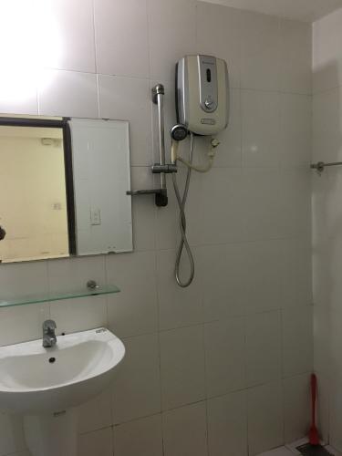 Phòng tắm chung cư Tân Mai, Bình Tân Căn hộ chung cư Tân Mai tầng trung, view nội khu.