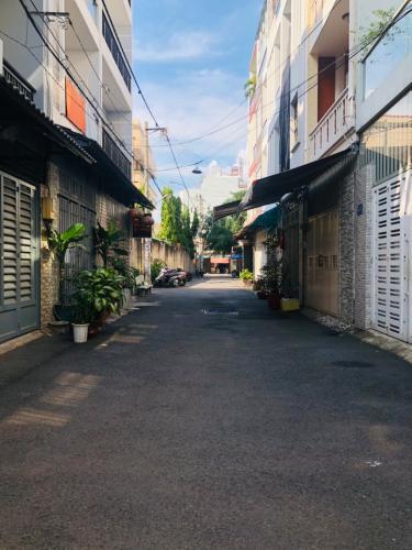 Hẻm nhà phố đường Đỗ Thừa Luông, Tân Phú Nhà phố hướng Đông hẻm xe hơi, nội thất đầy đủ có sổ hổng riêng.