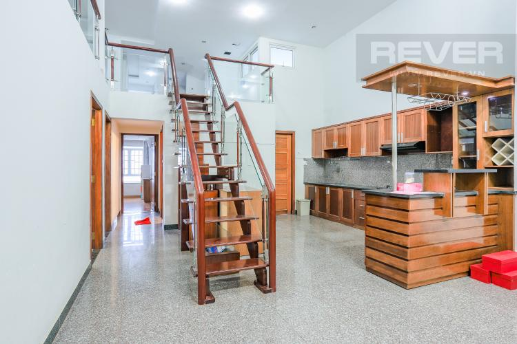 Phòng Bếp và Lối Cầu Thang Căn hộ Phú Hoàng Anh 4PN có tầng lửng, đầy đủ nội thất
