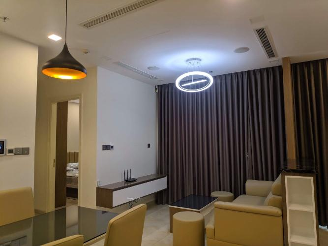Phòng khách căn hộ VINHOMES GOLDEN RIVER Cho thuê căn hộ Vinhomes Golden River 2PN, diện tích 68m2, đầy đủ nội thất, hướng ban công Tây Nam