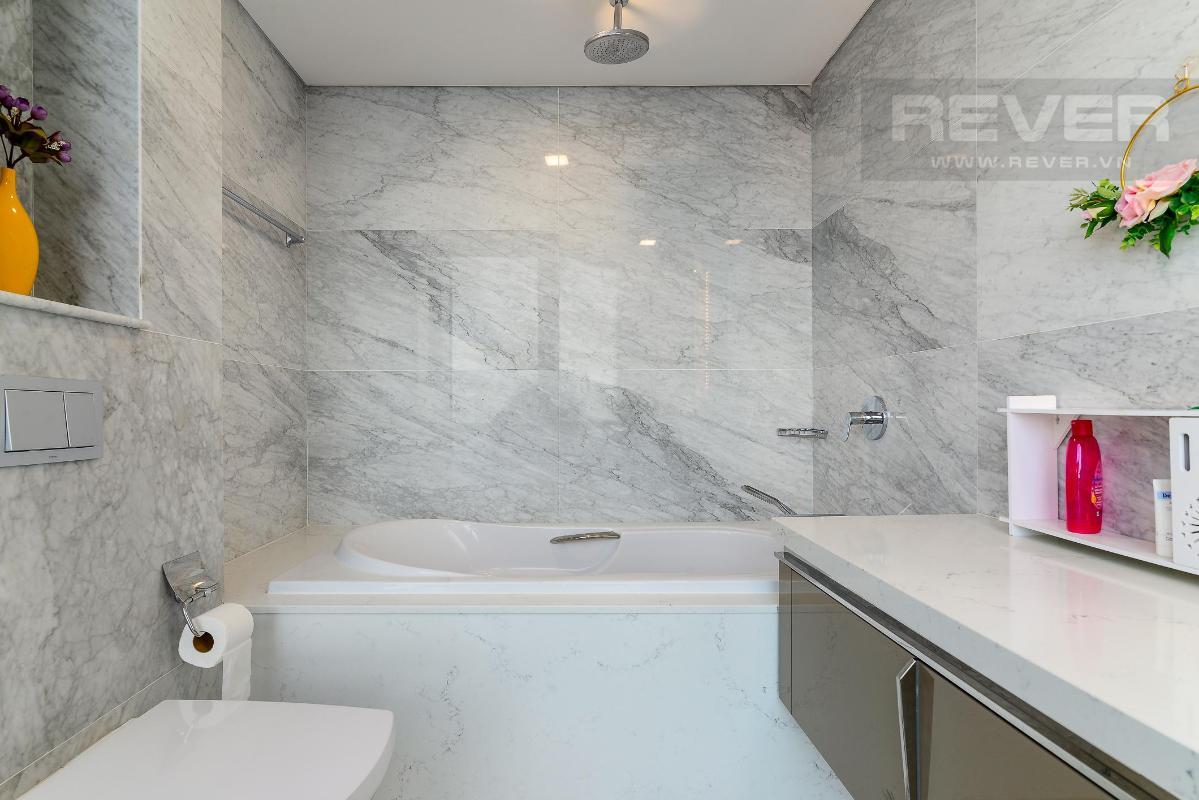 Phòng Tắm 2 Bán hoặc cho thuê căn hộ Vinhomes Central Park 4PN, tháp Landmark 81, diện tích 164m2, đầy đủ nội thất, căn góc view thoáng