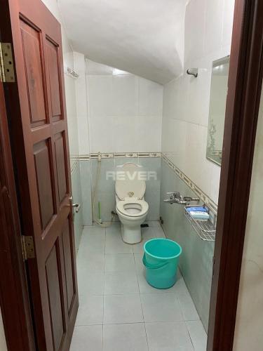 Phòng tắm nhà phố Bình Tân Nhà phố 1 trệt 2 lầu hướng Đông, diện tích sử dụng 120m2.