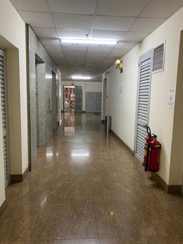 Hành lang chung cư Sao Mai, Quận 5 Căn hộ chung cư Sao Mai ban công Đông Nam, view thành phố đón gió mát.