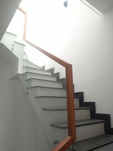 Cầu thang nhà phố quận 7 Bán nhà phố 2 tầng, đường hẻm Chuyên Dùng Chính, phường Phú Mỹ, quận 7, diện tích đất 60.6m2, diện tích sàn 191.6m2, sổ hồng đầy đủ