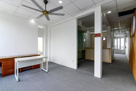 Cho thuê văn phòng trên đường Cao Thắng, Quận 3, diện tích 83m2, không nội thất, cách Ngã 6 Cộng Hòa 900m