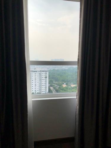 view nhìn ra phía ngoài căn hộ sài gòn mia Bán căn hộ tầng trung Saigon Mia chưa bàn giao, ban công thoáng mát.