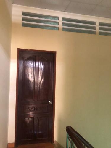 Tầng trên nhà phố Nguyễn Kim, Quận 10 Nhà phố hẻm Nguyễn Kim nội thất cơ bản, sổ hồng riêng.