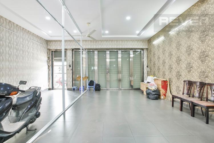Chỗ Để Xe Nhà phố 4 tầng mặt tiền đường Bùi Văn Ba tiện kinh doanh