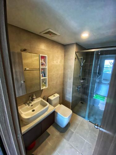Toilet Lexington Residence Quận 2 Căn hộ Lexington Residence view thành phố, đầy đủ nội thất.