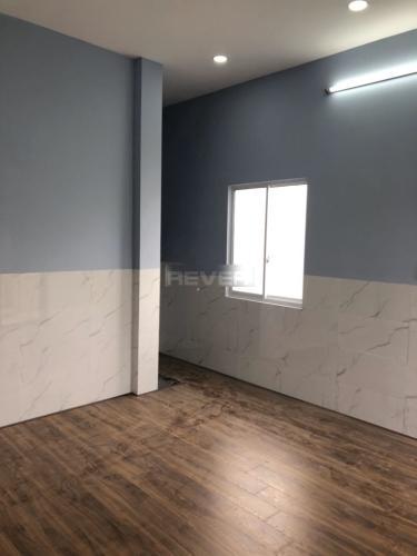 Phòng khách nhà phố quận 2 Nhà phố P. Bình Trưng Long, Q.2, sàn lót gỗ, không có nội thất.