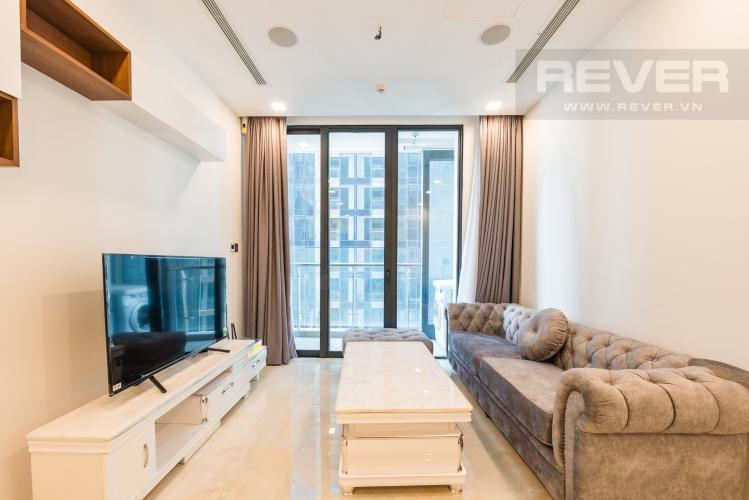 Phòng khách Căn hộ Vinhomes Golden River 1PN, tầng cao, tháp The Aqua 1, bàn giao kèm nội thất đầy đủ