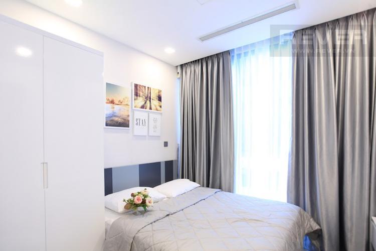 Phòng Ngủ 1 Bán hoặc cho thuê căn hộ Vinhomes Golden River 2PN, tầng thấp, đầy đủ nội thất, view hồ bơi nội khu