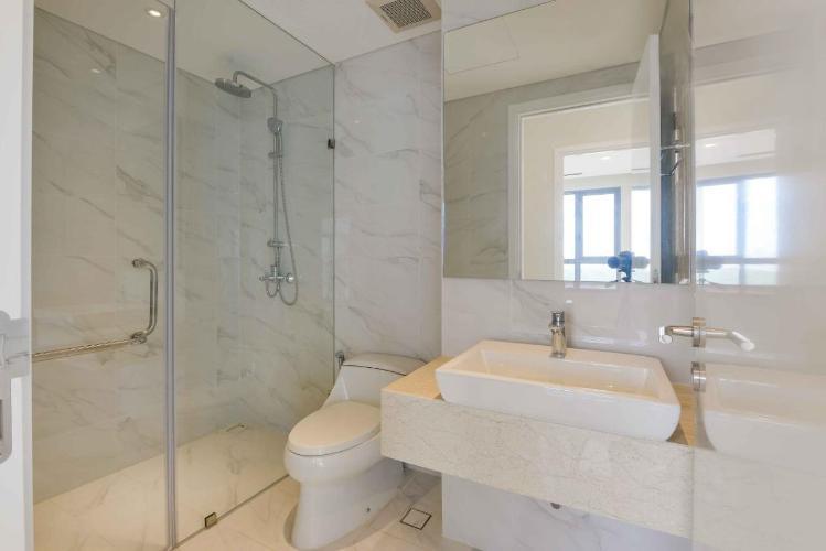 Phòng tắm Diamond Island Quận 2  Căn hộ Đảo Kim Cương tầng cao, view sông và thành phố sầm uất.