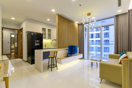 Căn hộ Vinhomes Central Park tầng cao, 2PN, đầy đủ nội thất, view hồ bơi