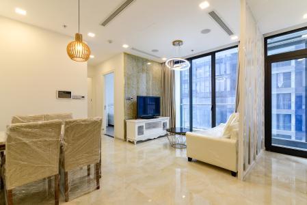 Căn hộ Vinhomes Golden River 2PN, đầy đủ nội thất, view hồ bơi và sông Sài Gòn