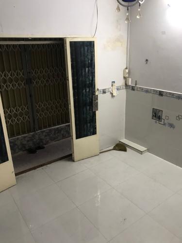 Phòng khách nhà phố đường Lê Văn Lương, Quận 7 Nhà phố hướng Nam nội thất cơ bản, bàn giao ngay sổ hồng.
