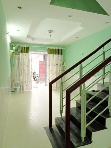 Phòng khách nhà phố Gò Vấp Nhà phố Gò Vấp nội thất cơ bản, khu dân cư an ninh yên tĩnh.