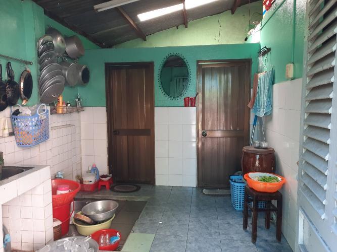 Khu vực bếp nhà phố Nguyễn Thượng Hiền, Bình Thạnh Nhà nát hướng Đông Bắc, diện tích 45.1m2, khu dân cư an ninh.