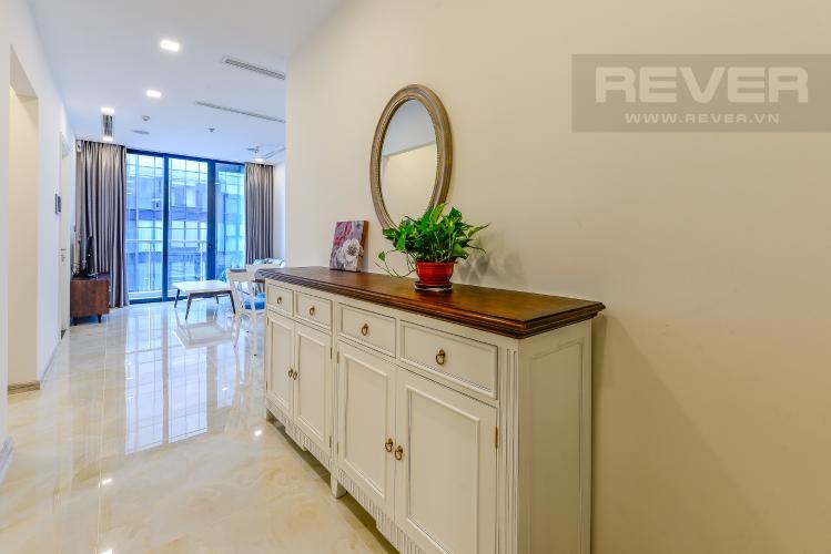 Hành lang Căn hộ Vinhomes Golden River tầng cao, tháp Aqua 3, 2 phòng ngủ, full nội thất