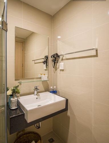 Toilet Botanica Premier, Tân Bình Căn hộ Botanica Premier tầng trung, nội thất đầy đủ.