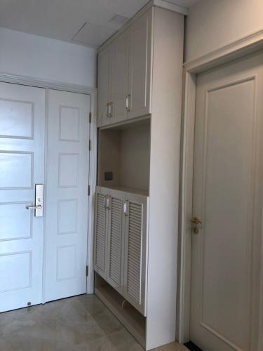 Lobby căn hộ Vinhomes Golden River Bán hoặc cho thuê officetel Vinhomes Golden River 1PN, đầy đủ nội thất, view kênh Thị Nghè