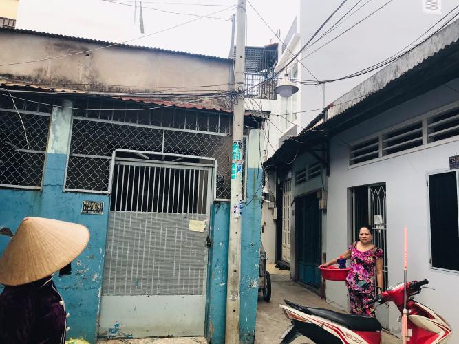 Bán nhà phố đường hẻm Đoàn Văn Bơ, diện tích đất 33.6m2, diện tích sàn 41.7m2, ban công hướng Đông Bắc, sổ hồng đầy đủ.