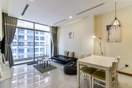 Căn hộ Vinhomes Central Park 2 phòng ngủ tầng trung P5 hướng Nam