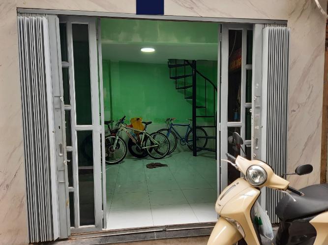 Mặt tiền nhà phố Lê Văn Sỹ, Quận 3 Nhà phố hẻm 3m, trung tâm quận 3, bàn giao sổ hồng riêng.